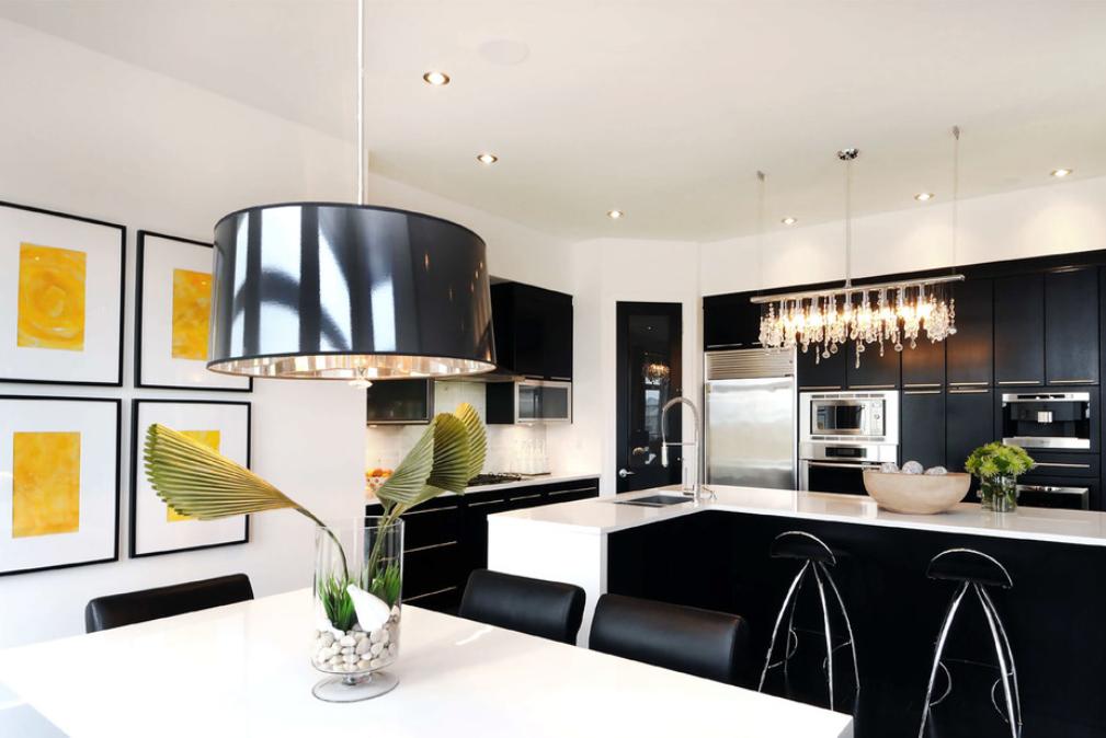 Черно-белая кухня в интерьере